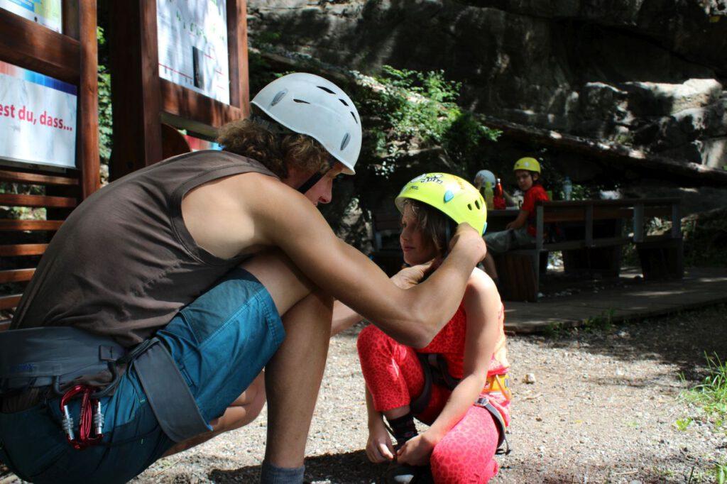 Klettertrainer mit Kind